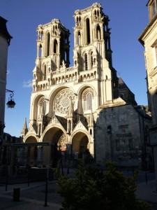 Coucher de soleil sur la Cathédrale de Laon